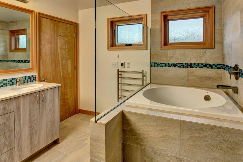 25 narrow bathroom designs decorating ideas design trends for Elegant master bathroom designs
