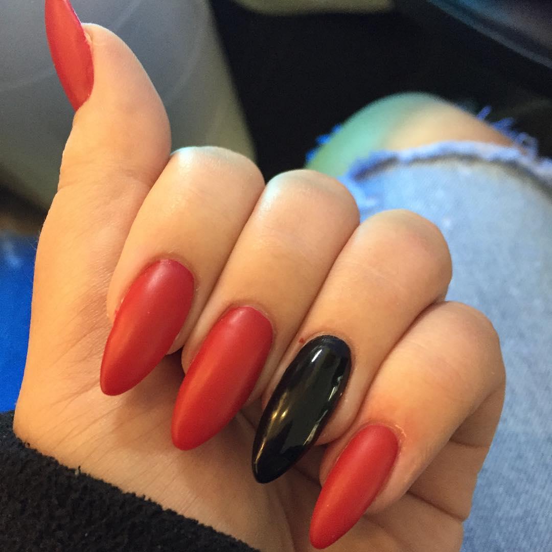 Сочетание красного и черного цвета на ногтях фото