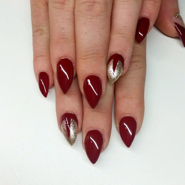 Dark red short stiletto nails