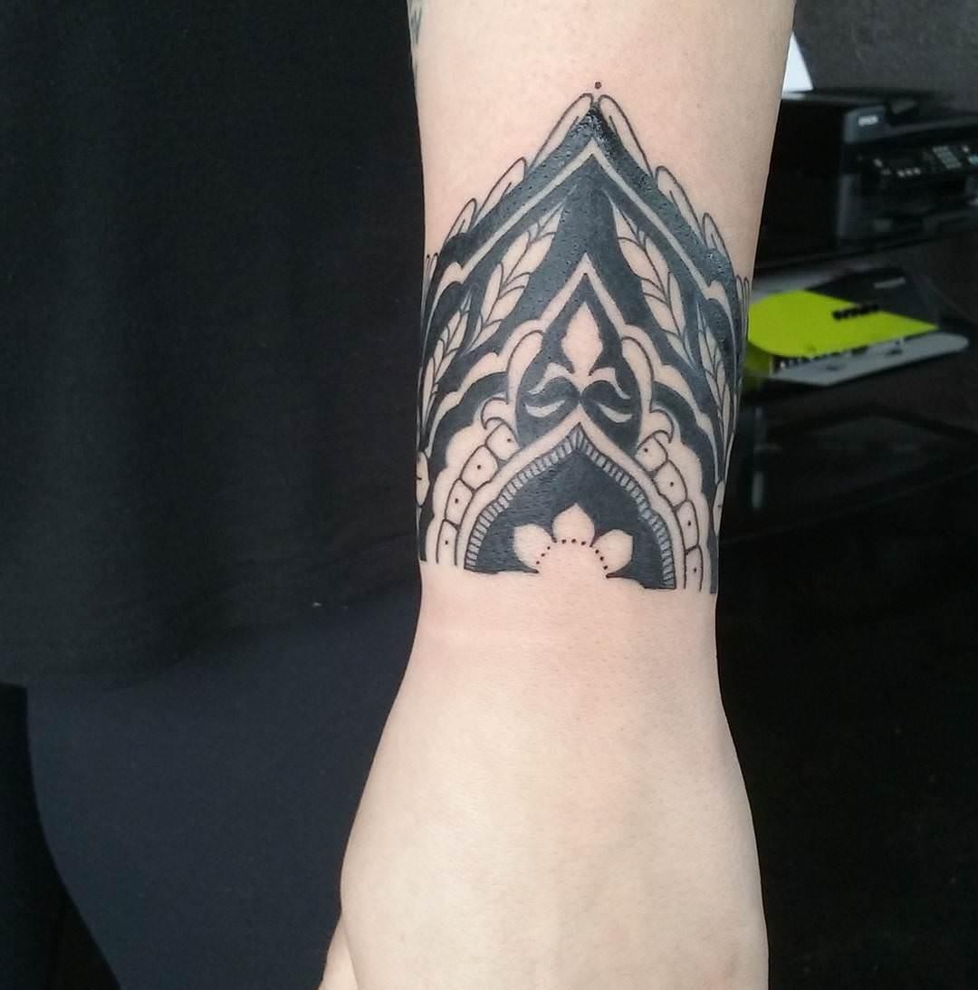 30+ Small Wrist Tattoos