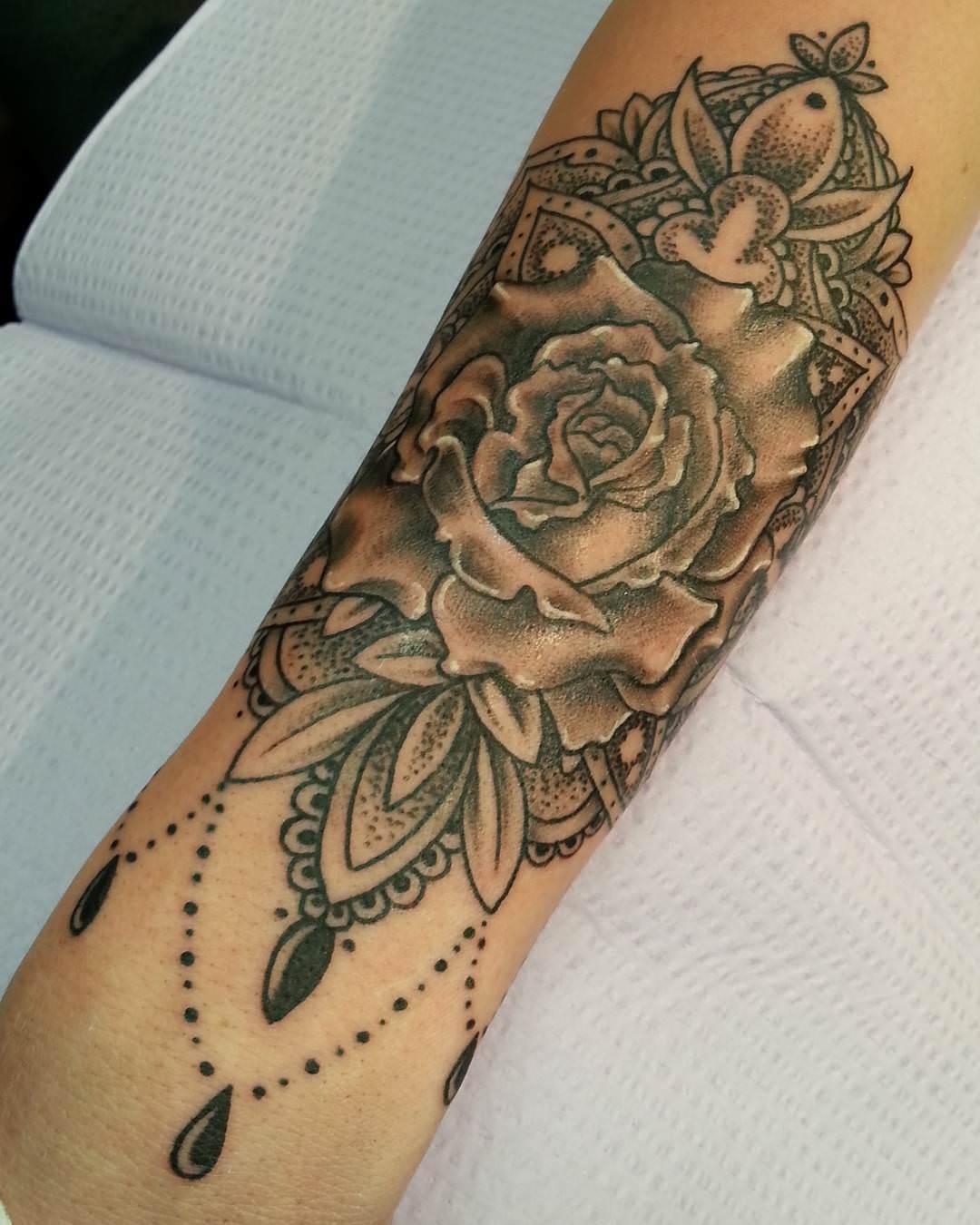 28 designer tattoos 50 impressive memorial tattoos designs best tattoos 33 beautiful. Black Bedroom Furniture Sets. Home Design Ideas