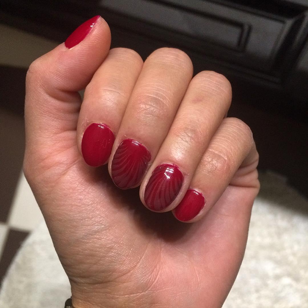 Short oval acrylic nails