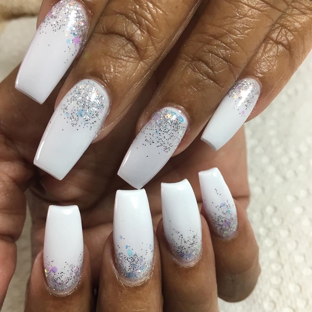 Simple nail art for dark skin