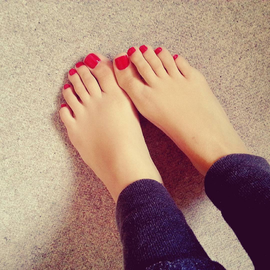 Similiar Dark Red Toenail Polish Keywords