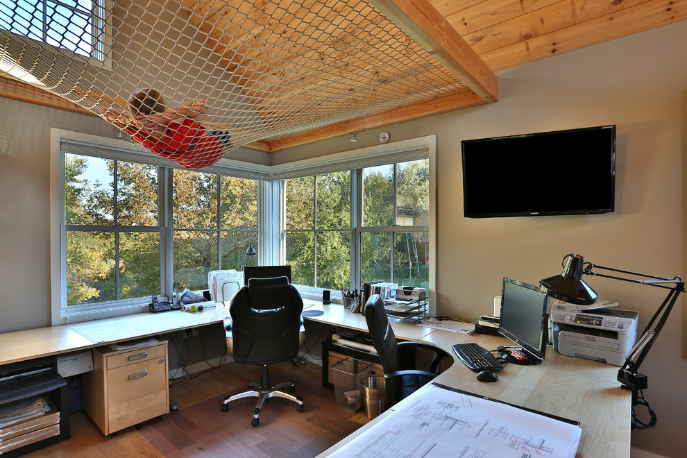 20 small office designs decorating ideas design trends for Latest office design