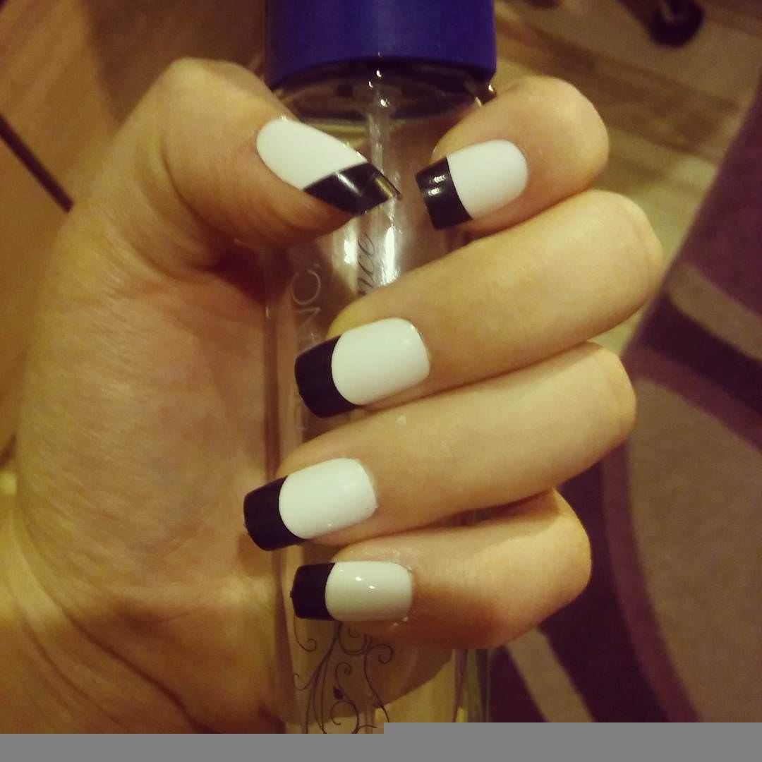 black and white simple manicure nails
