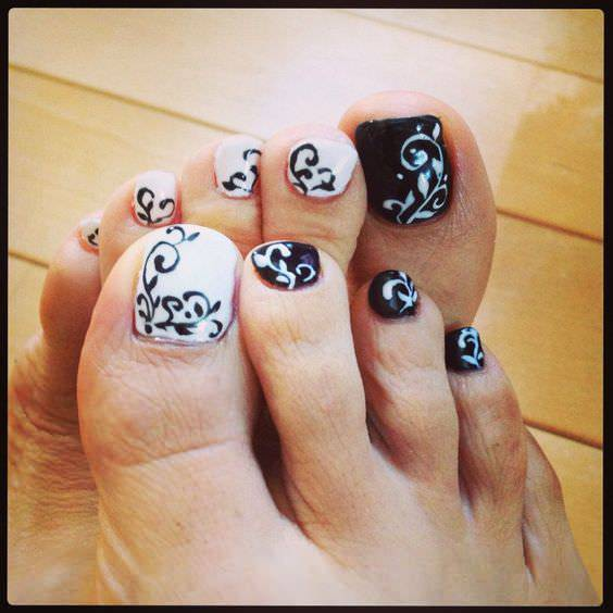 black and white toe nail design1