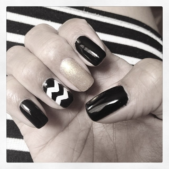 black and white zig zag nail design