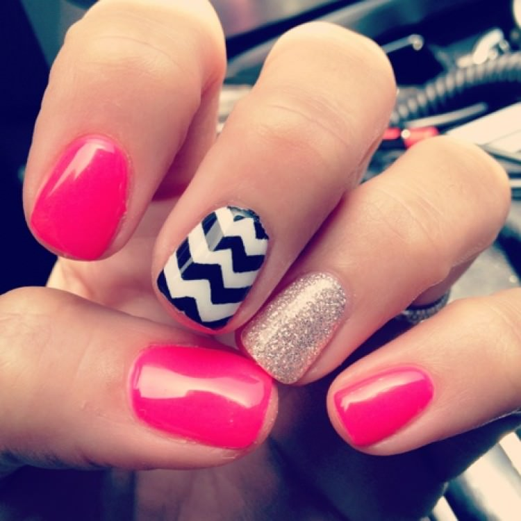 black and white zig zag nail design1