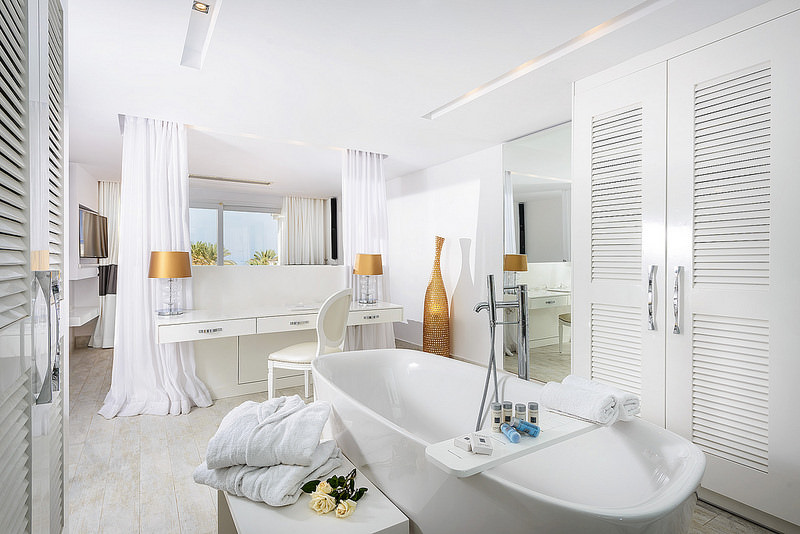 Chill White Bath Rooms Design