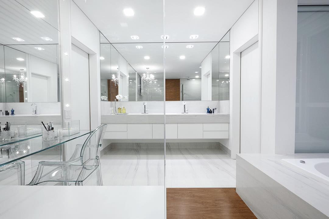 Pure White Bath Rooms Design