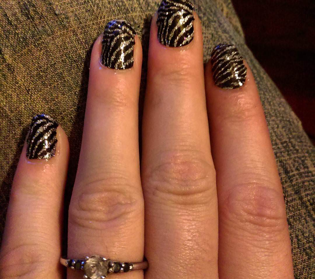 MakeUp's Zebra Nail Design
