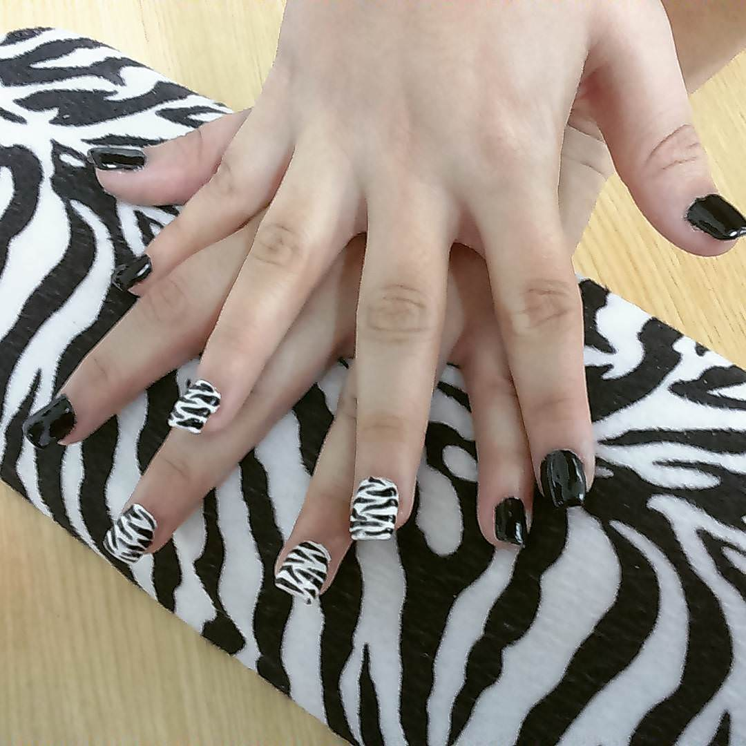 Super Zebra Nail Design