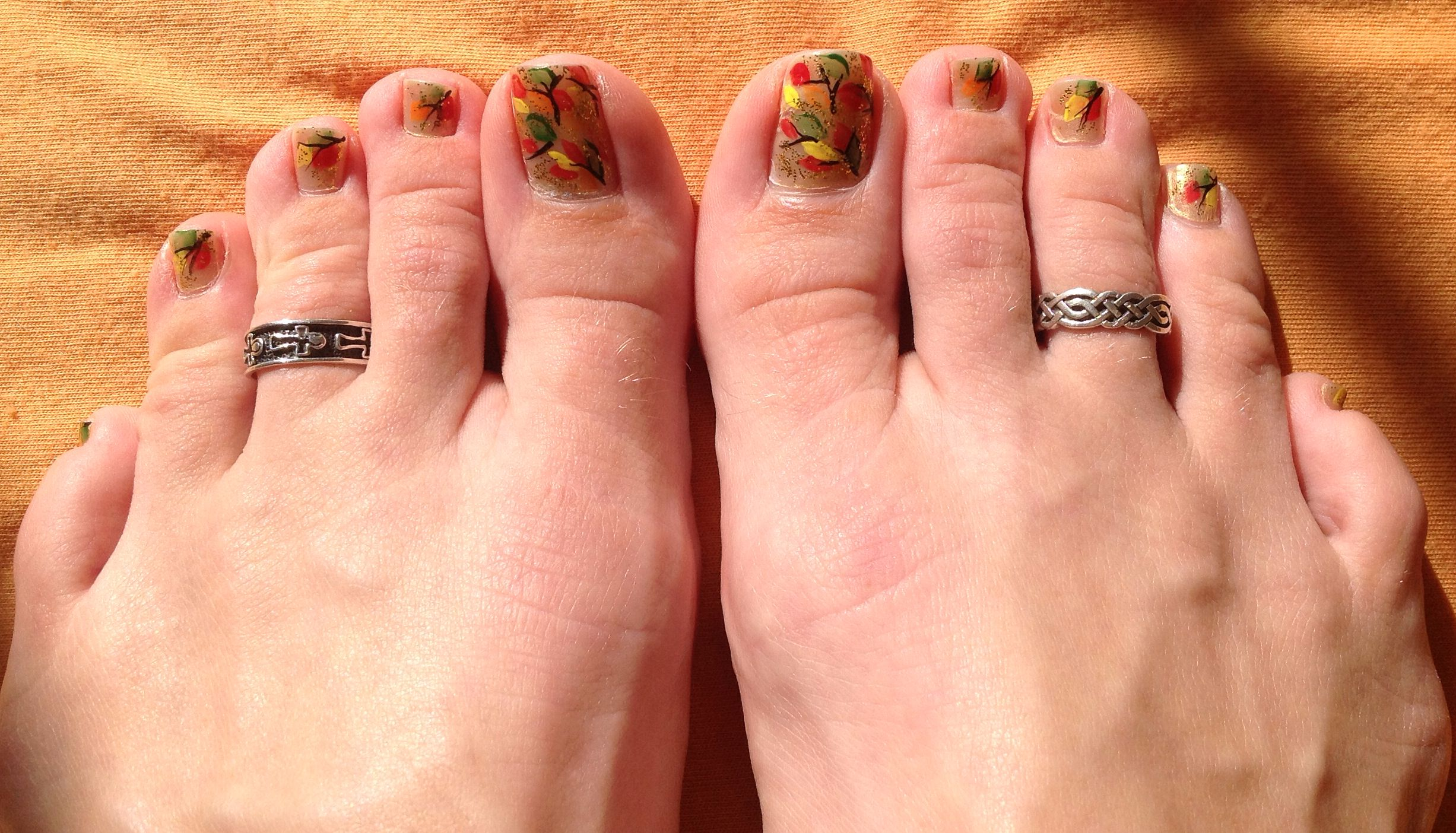 fall leaves toe nail design