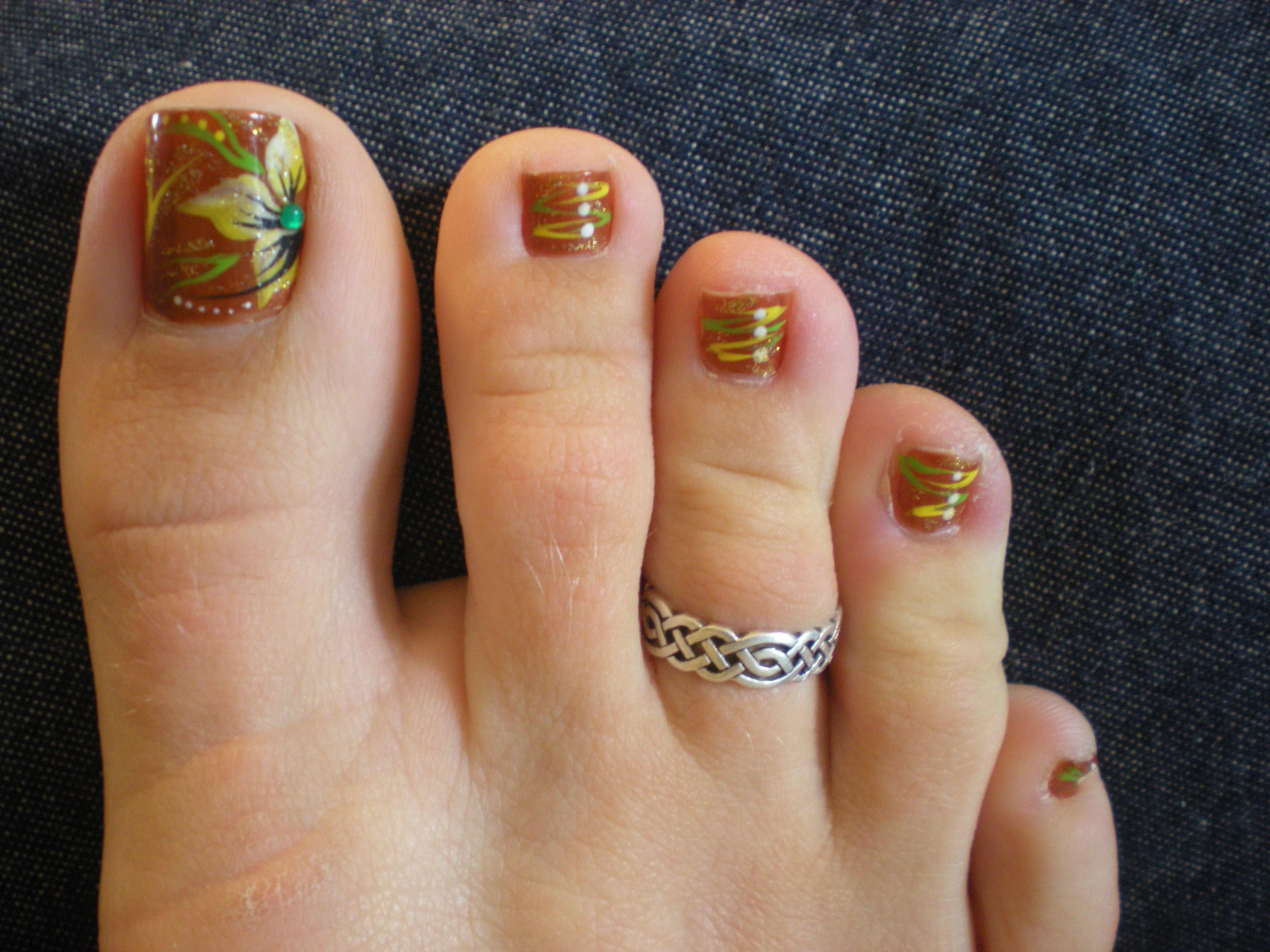 Festive Fall Toe Nail Design