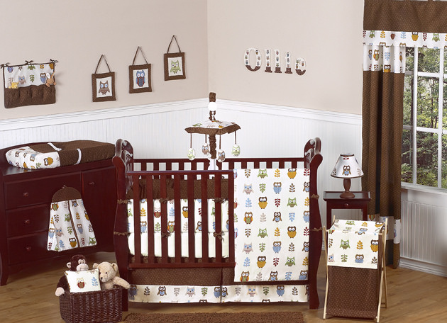 Old Nursery Bed Design, toys , light.