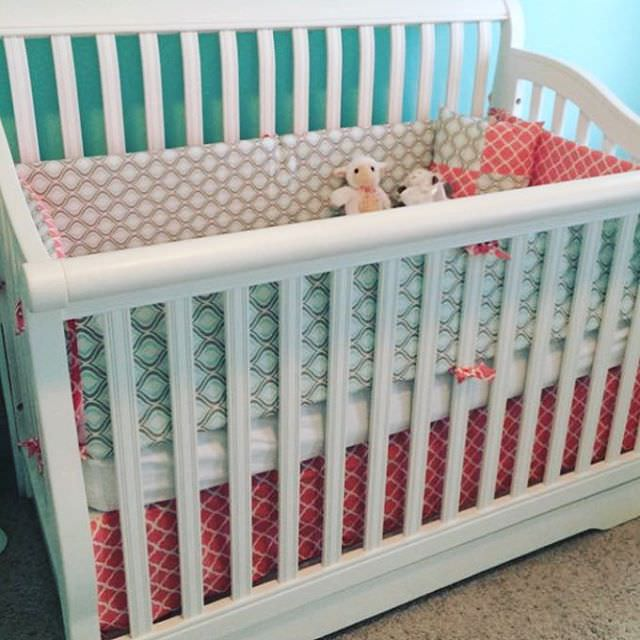 Small Nursery Bed Design, toys , white bed.