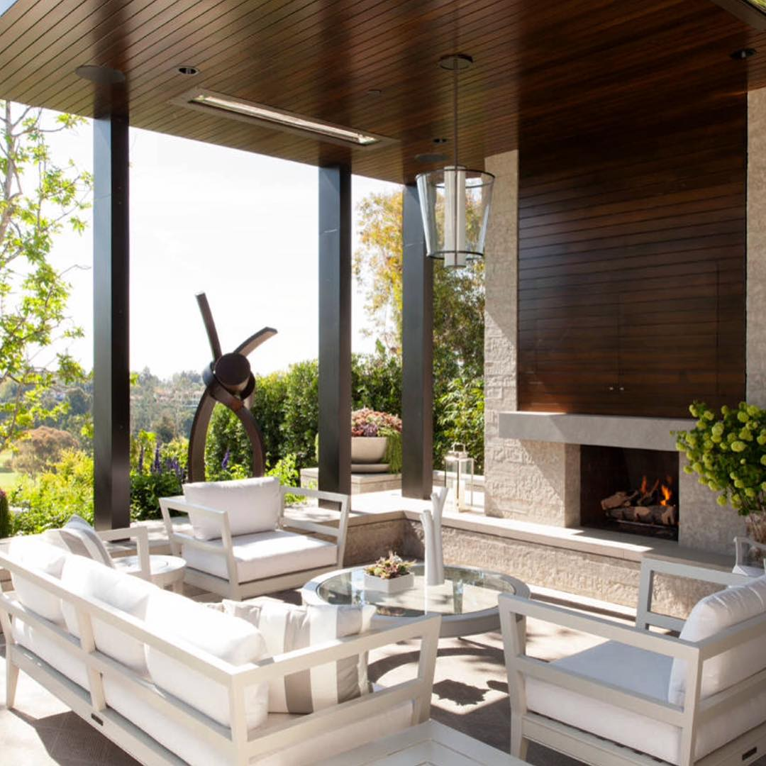 Classic Contemporary Patio Design