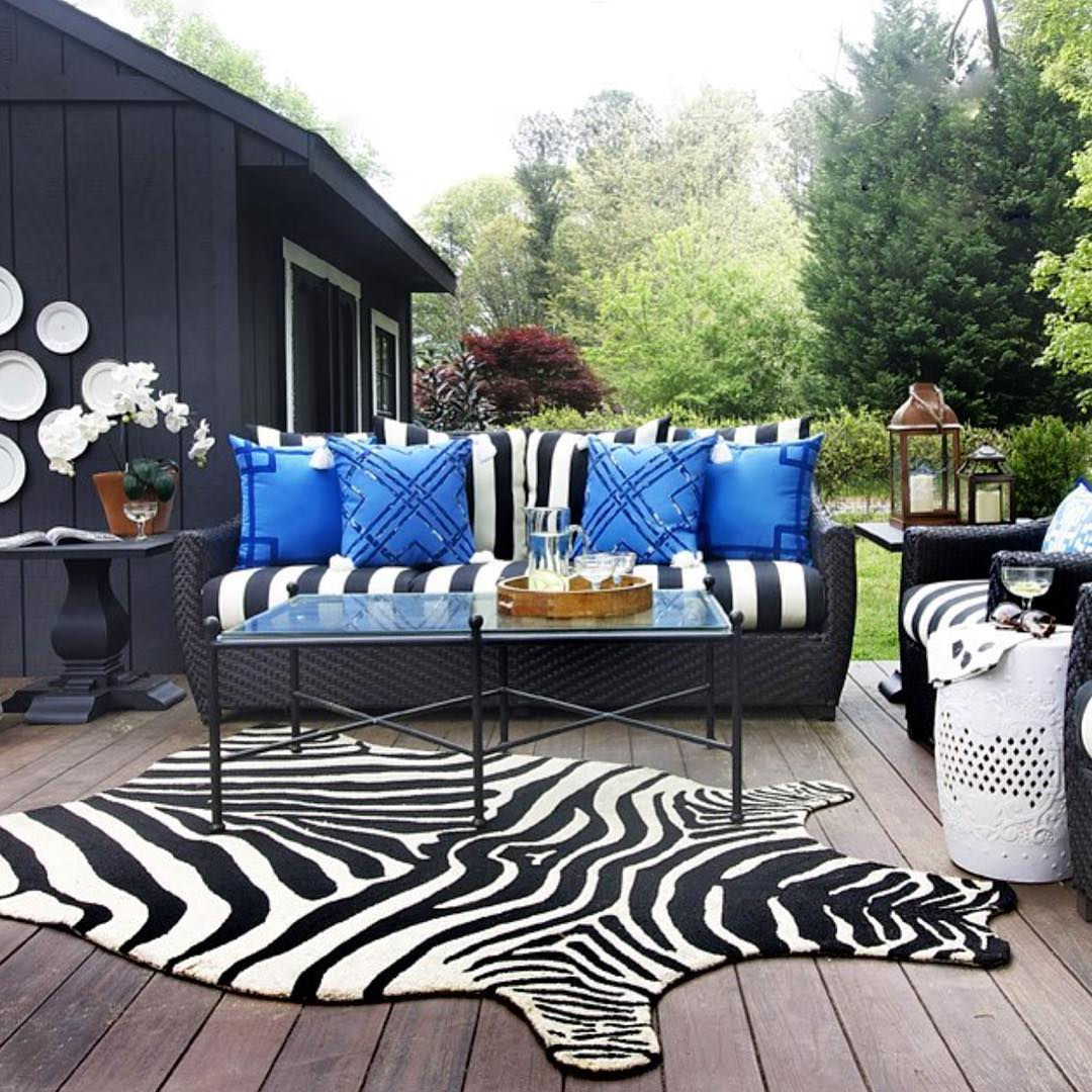Outdoor Contemporary Patio Design