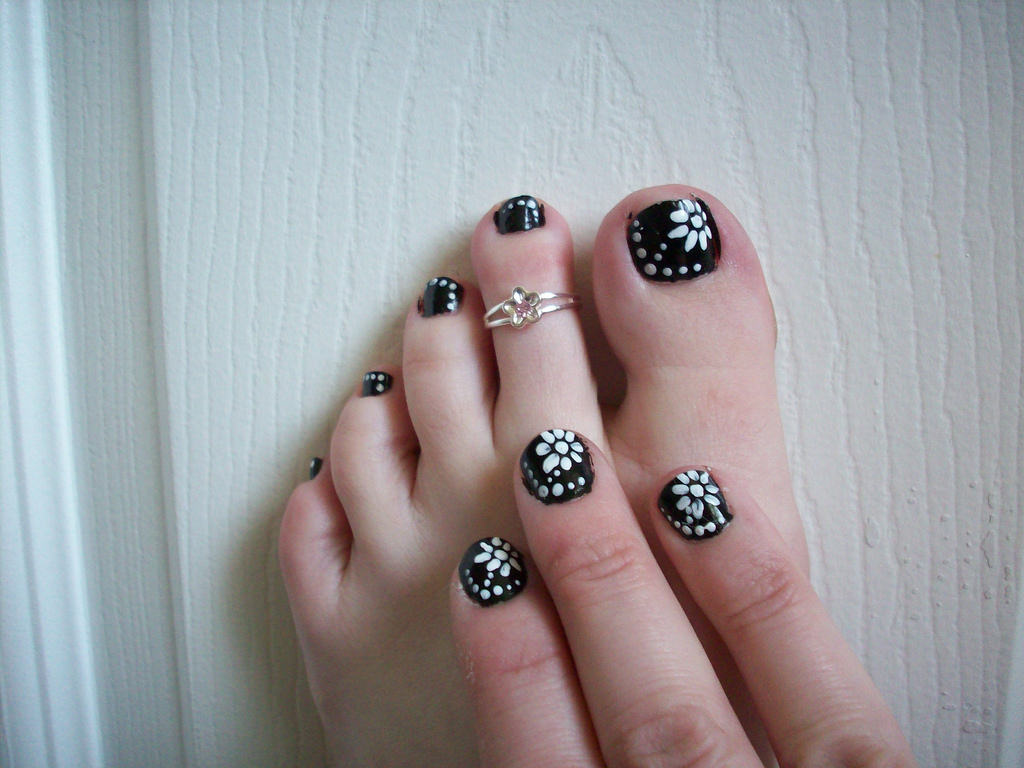 New Flower Toe Nail Design