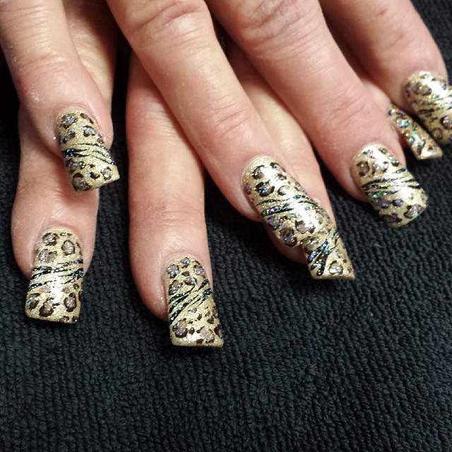 Fashion Leopard Nails Design