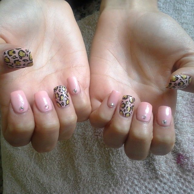 Gold Leopard Nail Design