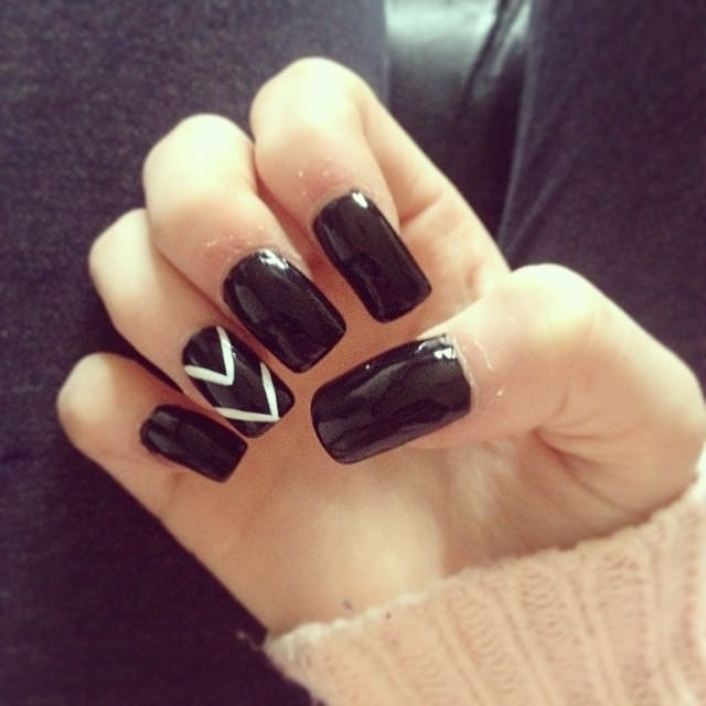 Black and White Acrylic nail Designs
