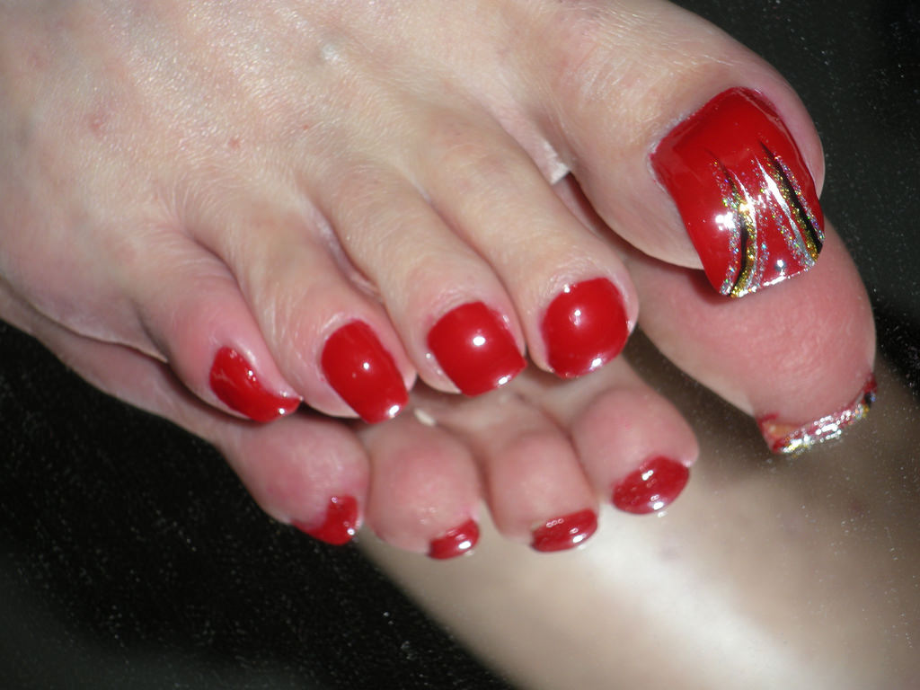 Red Toe Nails Design