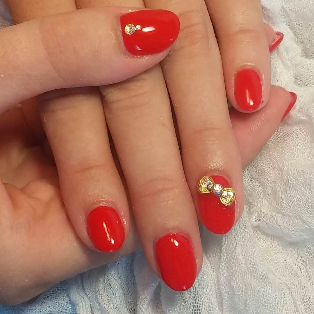 Red Bow Nail Design