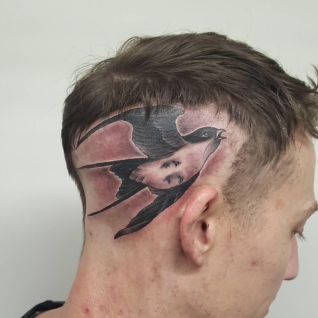giving out bird tattoo design