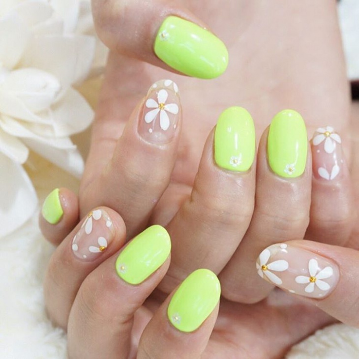 floral spring nail manicure