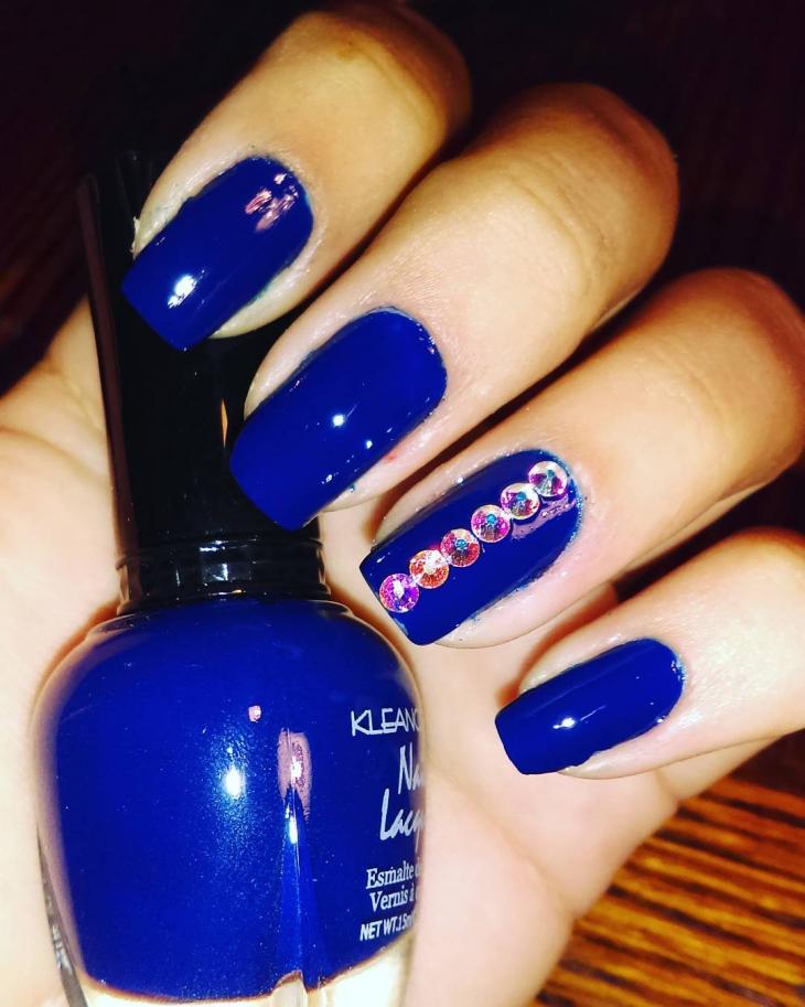 dark blue nail