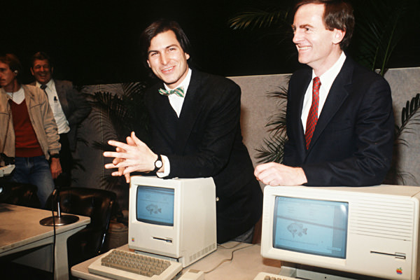 steve jobs with Macintosh computer