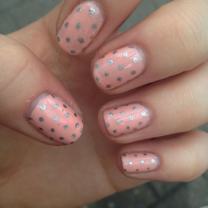 simple polka dot nail design1