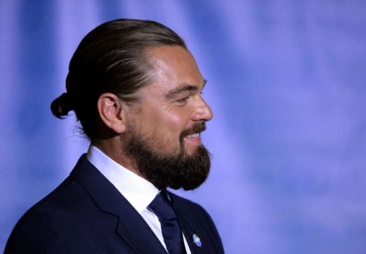 leonardo dicaprio men bun hairstyle idea