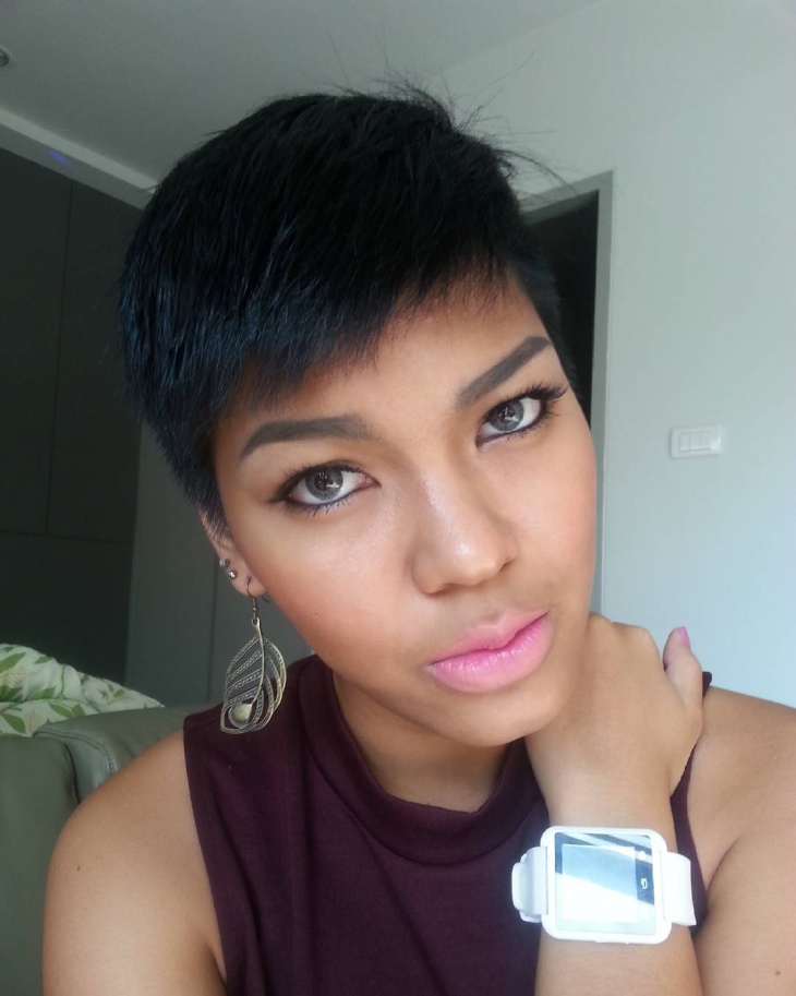simple short black hairstyle