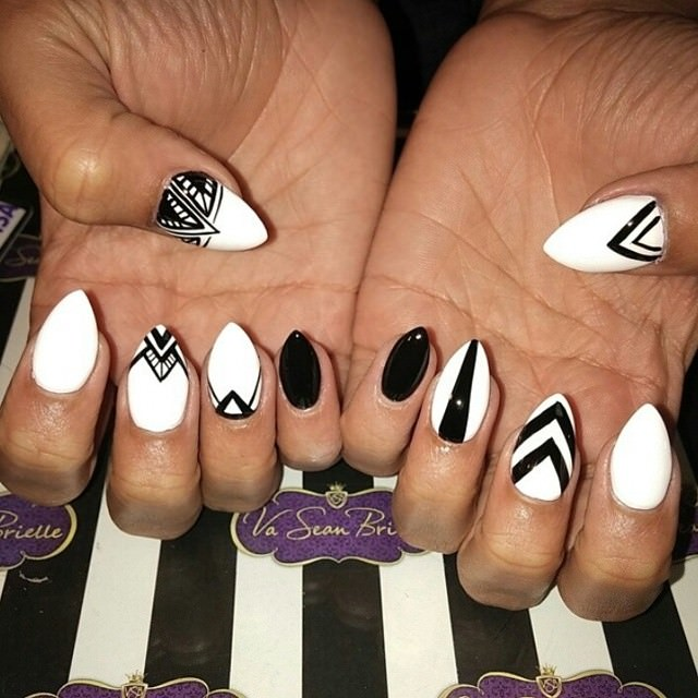 black and white nail art desigsn