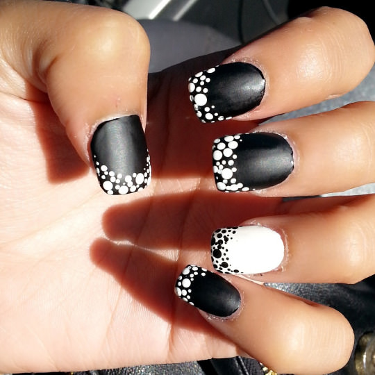 black and white nail art 2