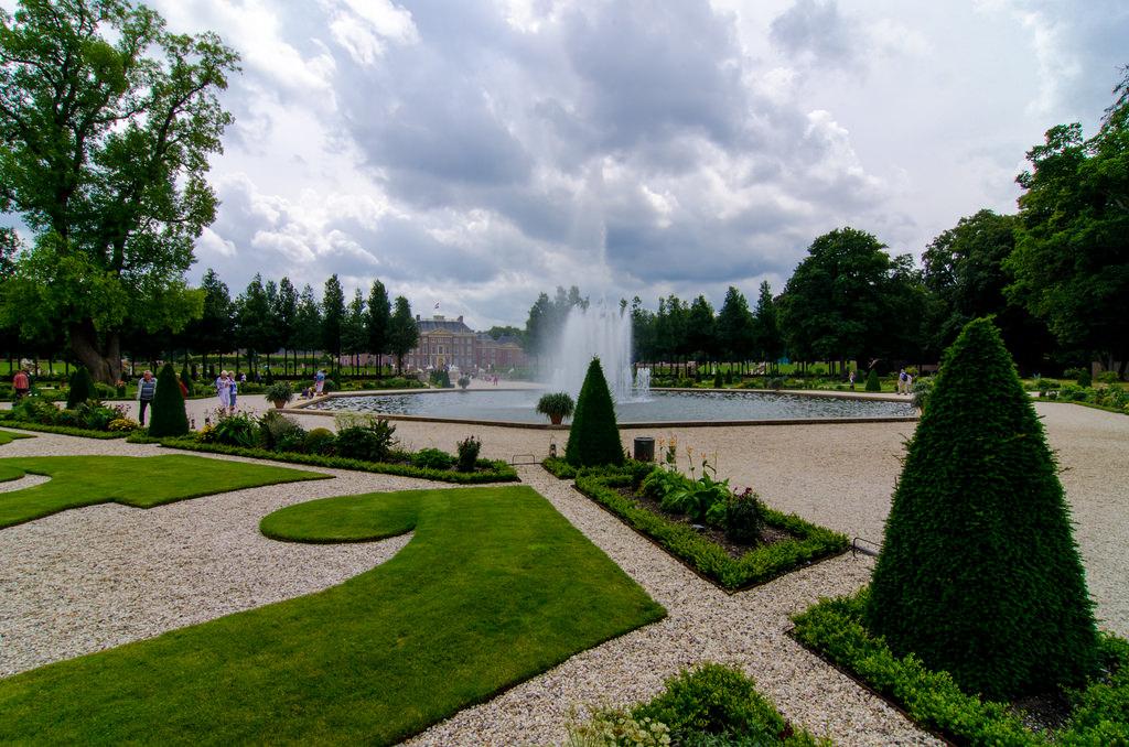 Loo Palace Shade Garden Design