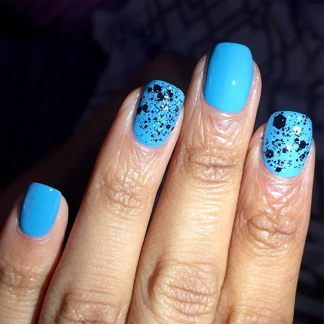 simple blue color nail design