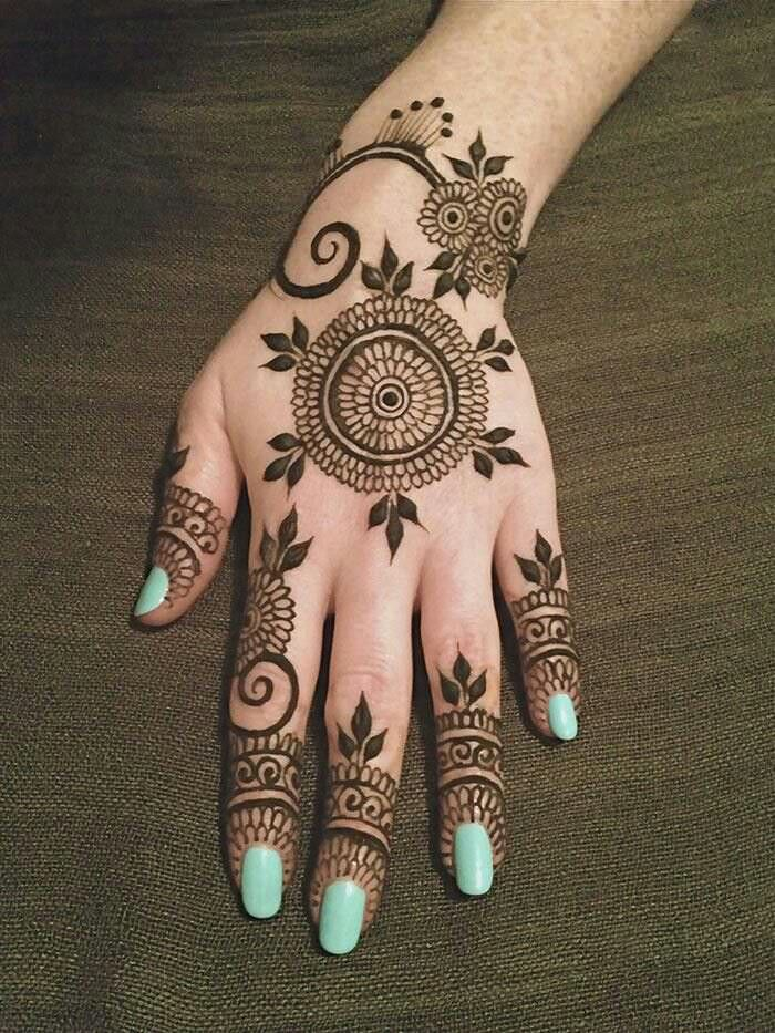 delicate mehandi designs