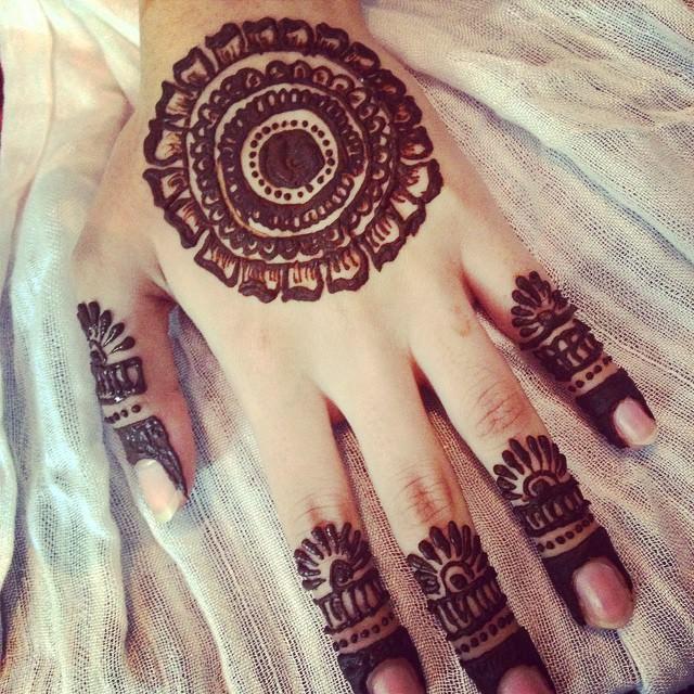 elegant mehandi designs