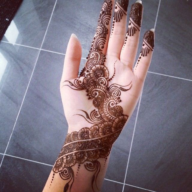 Left Hand Mehandi Designs