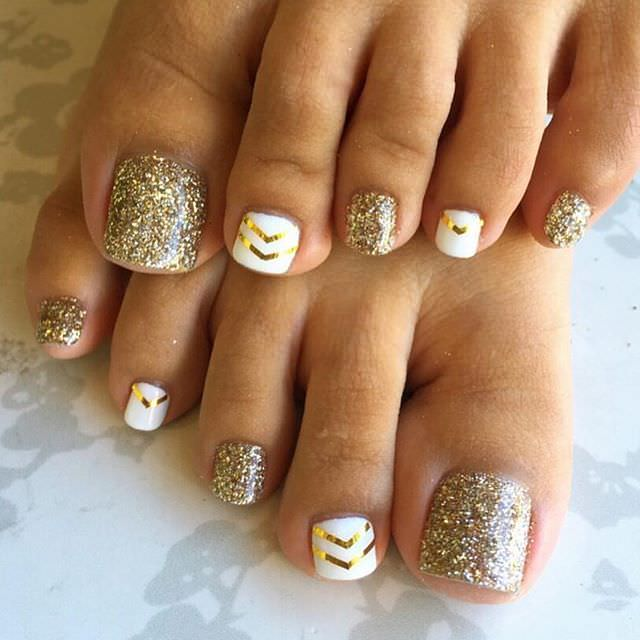 chinail bar toe nail design