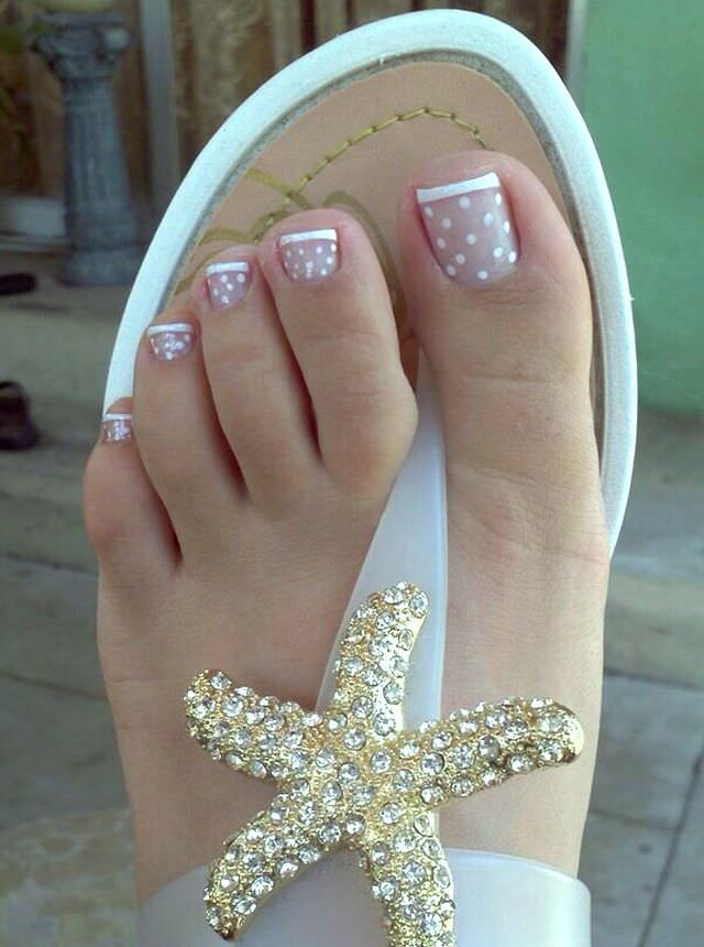dot toe nail design