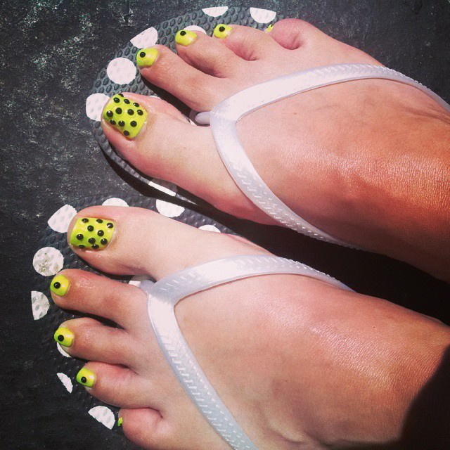 bright color toe nail design