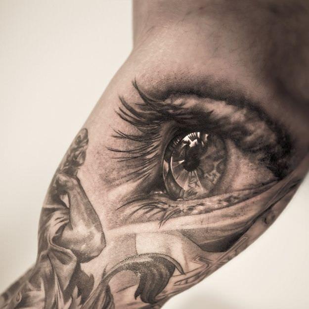 Top Eye Tattoo Design