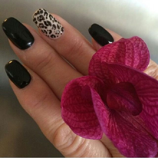 Rose And Black Nail Design
