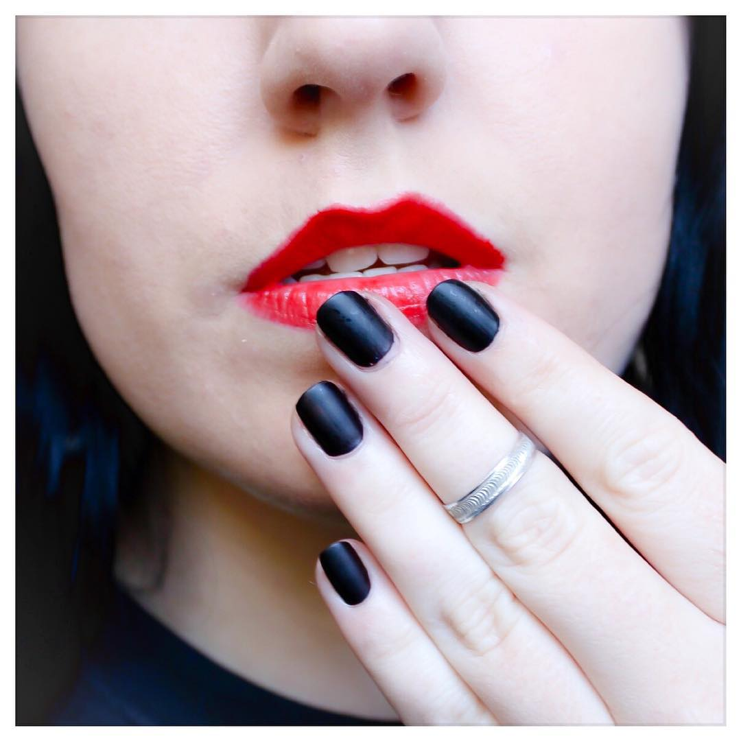 Red Lips Black Nail Design