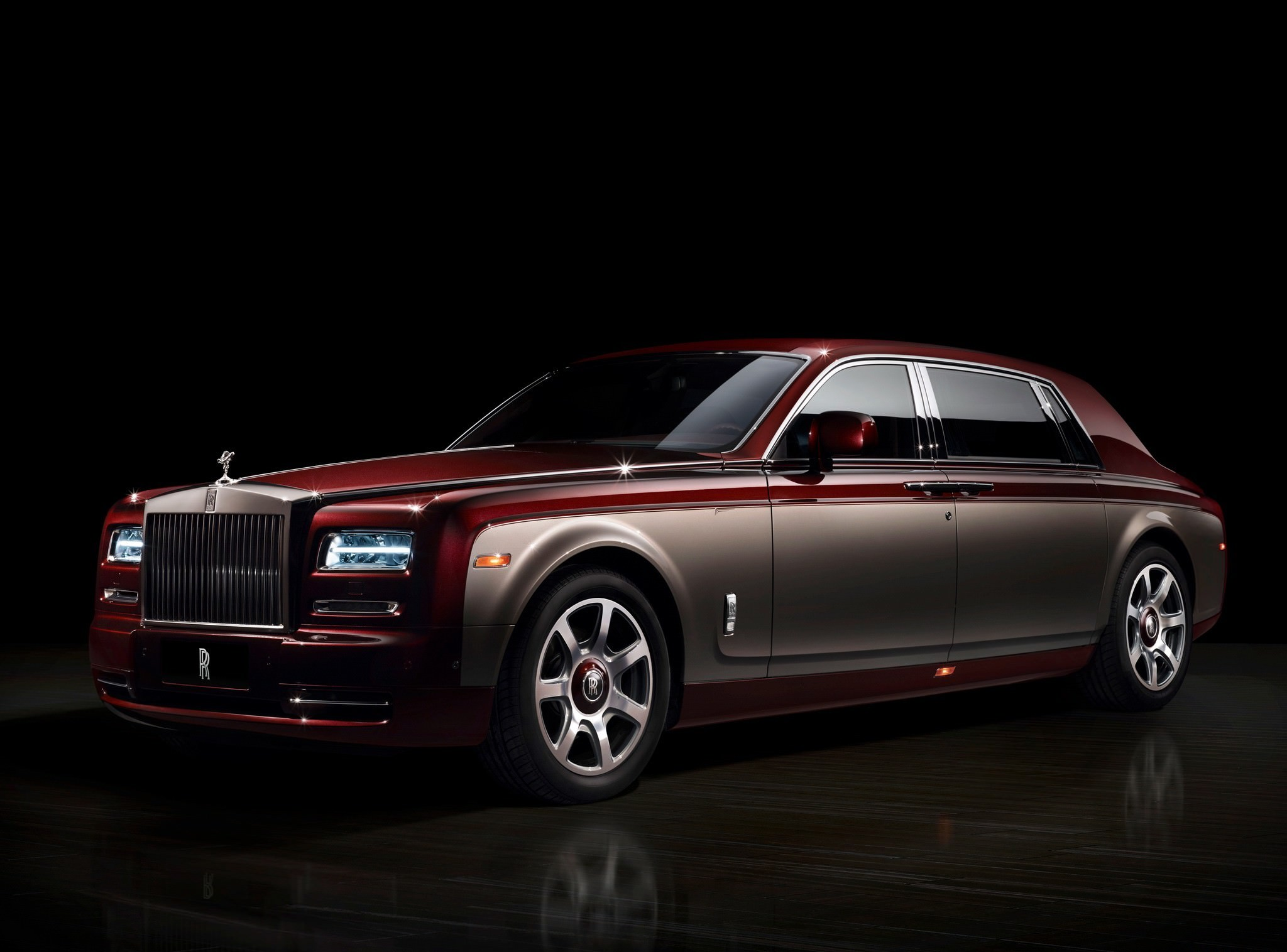 Elegant Rolls Royce Car Background